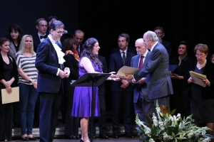 Suzanne Fischer receiving Pavarotti Prize at Teatro Civico di Vercellii
